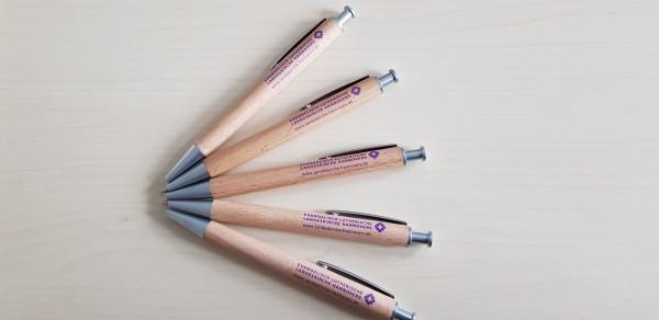 Holzkugelschreiber mit landeskirchlicher Wort-Bild-Marke